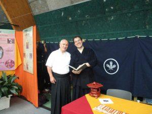 découverte pour ce kendoka du livre de la fédération japonaise de kendo datant de 1974 et en français SVP!